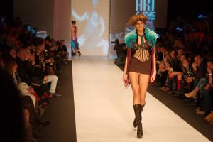 Benu Berlin: Mode macht aus Porno-Outfits Kunst.