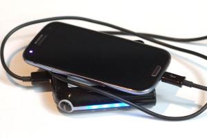 Akku laden: Lebensrettende Sofortmaßnahmen für runtergerockte Phones.